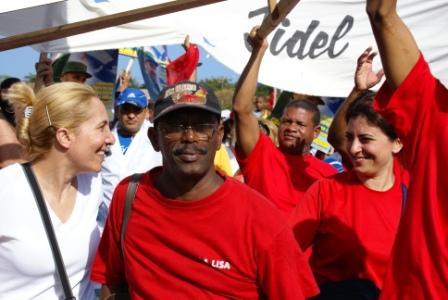 Cuban workers celebrating on May 1, 2009 – Photo: Elio Delgado