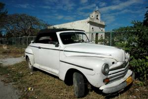 US-Cuba hostility is almost as old as this auto in Havnaa.  Photo: Caridad
