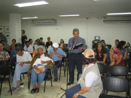 "Desiderio Navarro speaking at the symposium ""The Other Legacies of October,"" organized by the Haydée Santamaría Autonomous Collective in March 2005."