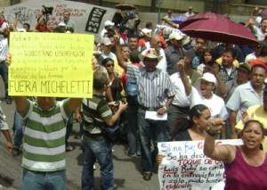 Micheletti Out!  Photo: hondurasresists.blogspot.com