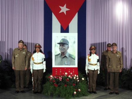 The Army pays tribute to Juan Almeida Bosque.