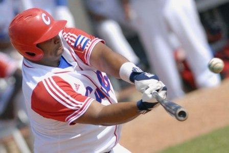 Power-hitter Yosvany Peraza drove in three runs for Cuba.  Photo: Ricardo Lopez Hevia