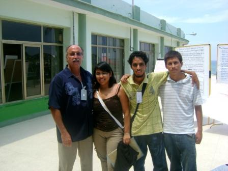 Patrick with a group of Peruvians attending the workshop.