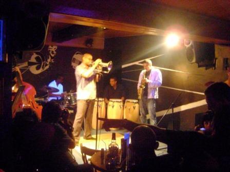 A brilliant young trumpet player and his group at La Zorra y El Cuervo jazz club.