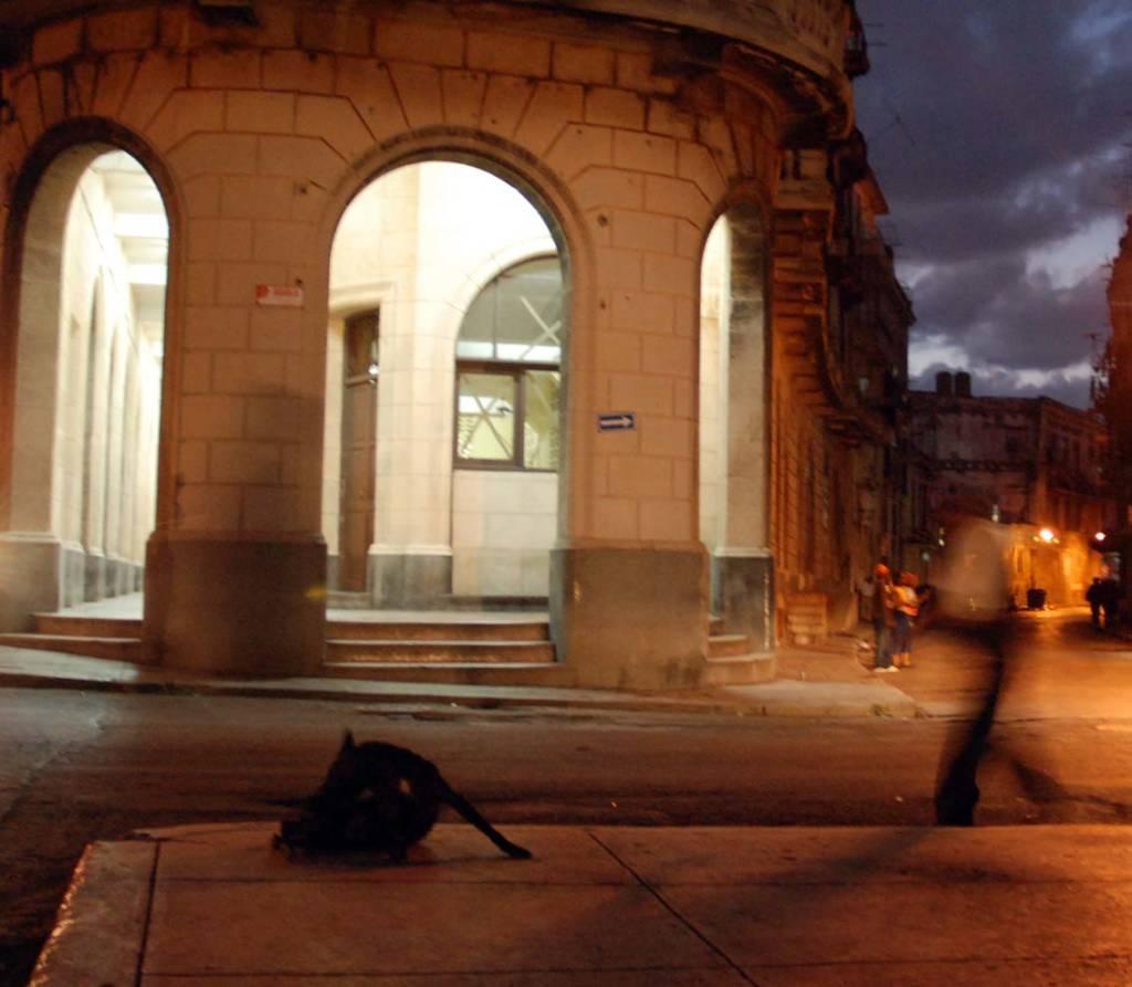 Entrance to Zanja St. in Havana.  Photo: Caridad