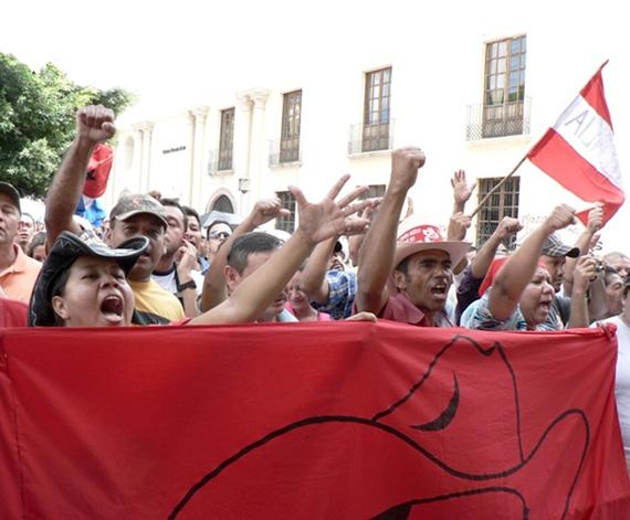 Honduras coup resistance protest.  Photo: Giorgio Trucchi, rel-UITA