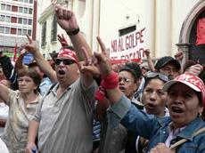 Demanding Mel Zelaya's return as president.  Photo: Giorgio Trucchi, rel-UITA