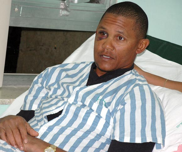 Norge Luis Vera in Hospital Bed. Photo: CubaDebate.cu