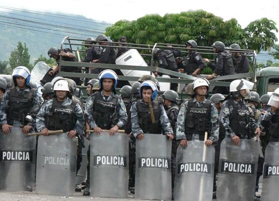 Honduras remains a police state under a de facto government.  Photo: Giorgio Trucchi, rel-UITA