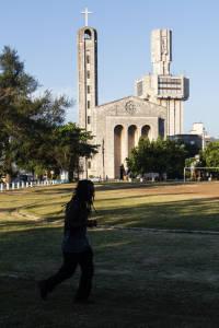 Jogging on Havana's 5th Ave.  Photo: Juan Suarez