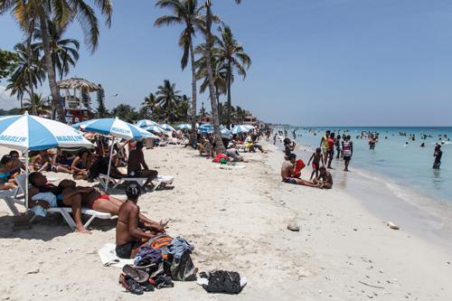 Guanabo beach.  Photo: Juan Suarez