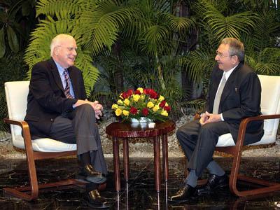 US Senator Patrick Leahy and Cuban President Raul Castro talk in Havana. Photo: granma.cubaweb.cu