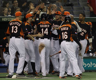 Holland defeats Cuba 7-6 and moves on to the semifinals of WBC III.