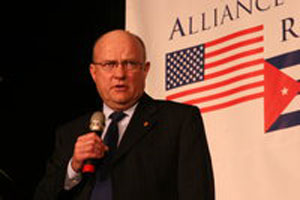 Lawrence Wilkerson speaking at the seminar.