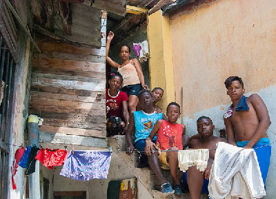 Cuba's shantytowns and tenement buildings, where extremely poor living conditions prevail, are populated chiefly by black people. Foto: Raquel Perez