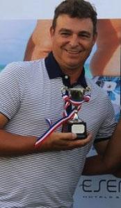 Antonio Castro and trophy. Foto: RIA NOVOSTI / Diario de Cuba