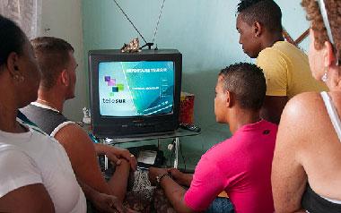 Cubans watching Telesur.  Photo: Raquel Perez