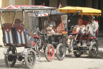 """""""Bicitaxis"""" in Havana"""