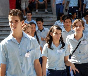 Cuban pre-university students.  Photo: juventudrebelde.cu