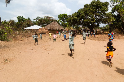 Children running at the entrance of the community of Mokpangumba 2/2013.
