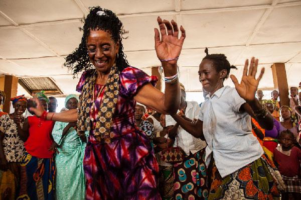 Elvira dances with the women of Banta Mokele. Sierra Leone, April 2013.