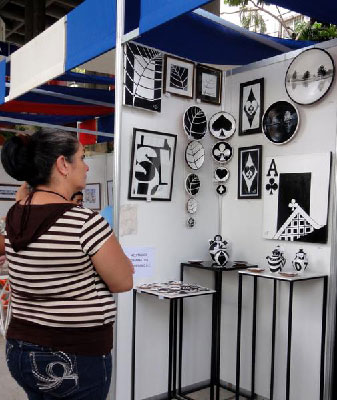 Black and White ceramics at Pabellon Cuba.