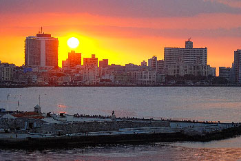 Havana sunset photo by Caridad.