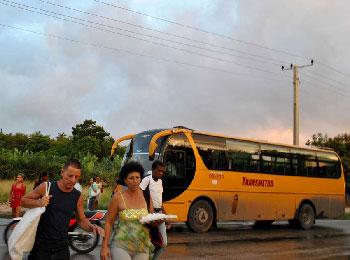 Crossing the Villa Blanca Highway.  Photo: Caridad