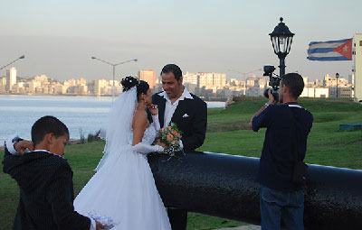 The number of marriages in Cuba dropped fourfold between 1992 and 2012 (Photo: Raquel Perez).