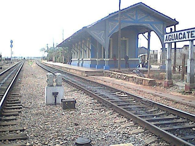 Entrada a Aguacate por el Ferrocarril