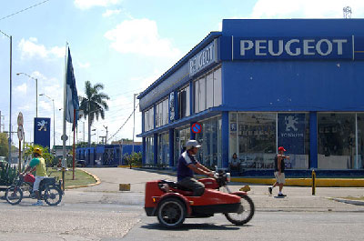 Car dealerships based in Cuba await the day in which all Cubans will be allowed to purchase automobiles. Photo: Raquel Perez