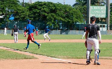 Baseball players working out.  Photo: Raquel Perez