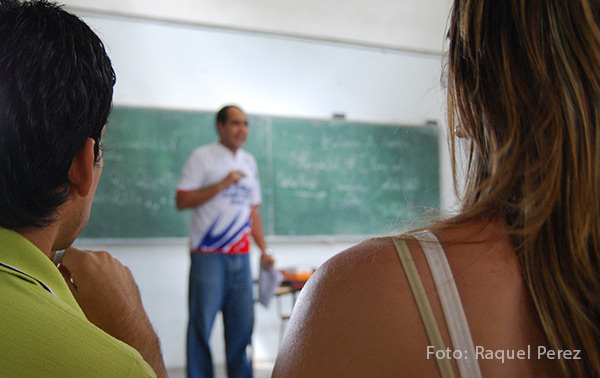 Teachers earn very low salaries. Despite this, Cuba's official press calls for stricter restrictions on private lessons. Photo: Raquel Perez