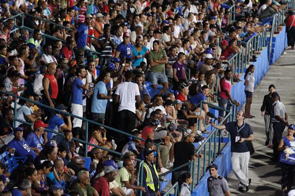 Cuban baseball fans
