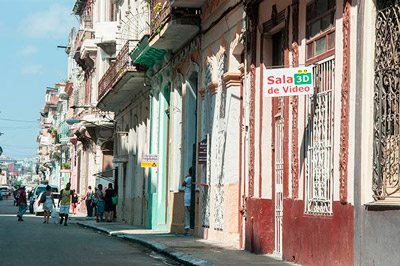 The Cuban government has decreed the immediate closure of 3D home theaters. Photo: Raquel Perez