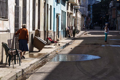 After the flooding, residents dry out their possessions.  Photo: Juan Suarez