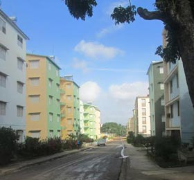 Edificios construidos en la Ciudad Militar de 100 y Aldabó, en La Habana. Foto: Daniel Palacios.