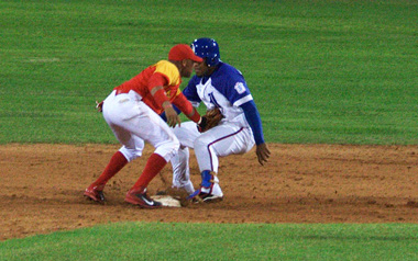 Two of teams sure to qualify for the second half of the Cuban baseball season are Industriales and Matanzas.