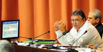 Marino Murillo at the Cuban parliament on Dec. 20, 2013.  Foto: granma.cubaweb.cu