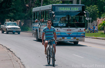The new law authorizing the purchase and sale of cars in Cuba will create a fund to support public transportation and bicycles for the general population.