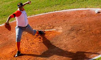Losing  pitcher Yosvani Hernandez was ineffective.