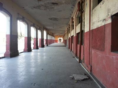 The empty Cuatro Caminos market.