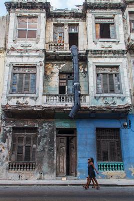 Building in a sad state.  Photo: Juan Suarez