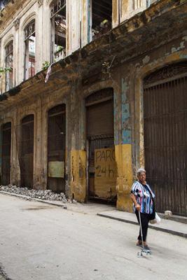 Building in Old Havana.  Photo: Juan Suarez