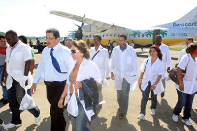 """One of the groups of Cuban doctors arriving in Brazil to work in the """"More Doctors"""" program."""