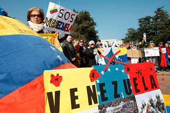 Marcha de mujeres opositoras en Venezuela.  Foto: emol.com