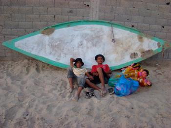 Doll sellers at the beach.  Photo: Julie Webb-Pullman
