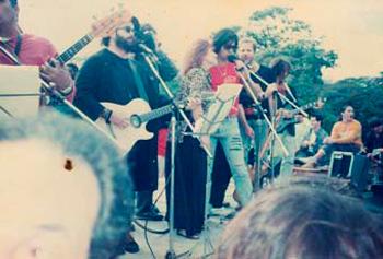 Carlos Alfonso, Carlos Varela, Dagoberto Pedraja, Pablo Menéndez, Esteban Puebla en concierto. Foto: Jorge Dalton