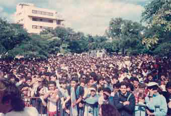 The public that packed the park on 17th and 6th Streets that day in 1990.