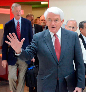 Tom Donohue and his Chamber of Commerce delegation arriving yesterday to Havana.
